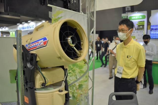 ハウス散布を省力化 煙霧機やロボット防除機 ~有光工業~